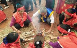 """Hà Nội: Người dân quay về thời """"đồ đá"""" trong lễ hội thi nấu cơm đầu năm mới"""