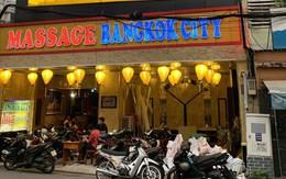 Bắt quả tang 3 nữ nhân viên ăn mặc hở hang, kích dục cho khách trong phòng VIP của tiệm massage ở Sài Gòn