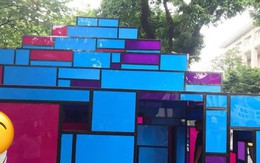 """Tưởng ngôi nhà mô hình đang triển lãm ở Hồ Gươm là toilet, nhiều người hồn nhiên vô """"xả bậy"""""""