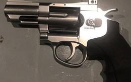Mang súng đi giải quyết mâu thuẫn, thanh niên bị đâm tử vong
