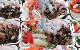Set lẩu toàn hải sản tươi giá chỉ 50.000 đồng trên vỉa hè