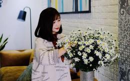 Căn hộ 86m² rực rỡ sắc màu nhờ bàn tay khéo léo của mẹ trẻ yêu thích cắm hoa ở Hà Nội