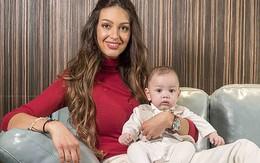 Người đẹp Nga lần đầu công khai ảnh cận mặt con trai, giống cựu vương Malayisa như hai giọt nước