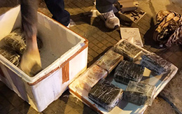 Cảnh sát vây bắt ôtô của nhóm buôn ma tuý