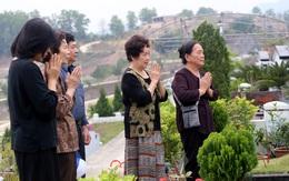 Chùm ảnh: Người dân tảo mộ sớm, mời tổ tiên về đón Tết Canh Tí
