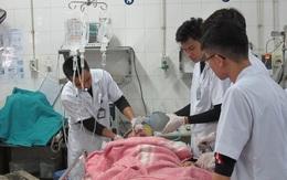 Nhân trường hợp nam sinh học chế pháo trên Youtube phải nhập viện, bác sĩ cấp cứu mách cách xử lý kịp thời khi bị tai nạn do pháo nổ