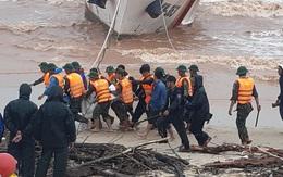 Giải cứu thành công 8 thuyền viên tàu Vietship 01 vào bờ an toàn