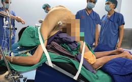 Bệnh lạ khiến người đàn ông ở Hà Nội gãy gập như con tôm hàng năm trời