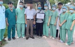 Bệnh nhân COVID-19 số 438 chính thức rời Huế, mang theo món quà đặc biệt từ bệnh viện