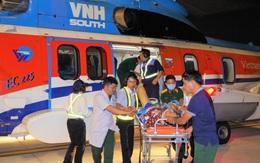 Trực thăng bay ra Trường Sa giữa thời tiết xấu để đưa 2 bệnh nhân về đất liền cấp cứu