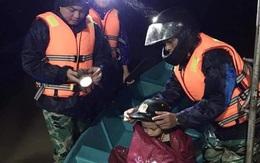 Thiếu tá công an kể chuyện cứu 3 cụ già, 3 cháu nhỏ trong cơn nước lũ