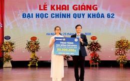 ĐH Kinh tế quốc dân tặng thưởng tân thủ khoa 50 triệu đồng