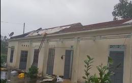 VIDEO: Kinh hoàng bão số 9 đang làm tan hoang các công trình từ Quảng Ngãi đến Đà Nẵng