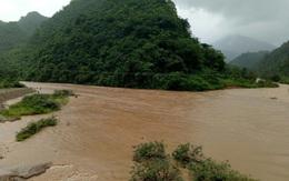 Quảng Trị: Nỗ lực tìm kiếm 2 người đàn ông bị nước cuốn mất tích khi chèo đò qua suối