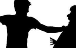 """Chia tay """"đòi quà"""", nam thanh niên bị bạn người yêu cũ đánh nhập viện"""