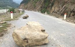 Con đường ám ảnh nhất biên giới Nghệ An, những tảng đá lơ lửng trên đầu người đi đường
