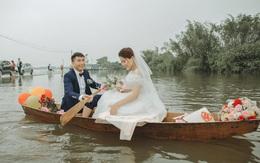 Thích thú ảnh cưới vượt lũ nhưng... vẫn vui của cặp đôi ở Hà Tĩnh