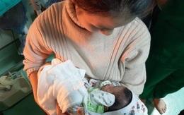 Vụ bé trai sơ sinh nghi bị bỏ rơi trong nhà vệ sinh ở Thanh Hóa: Người chồng sản phụ lên tiếng