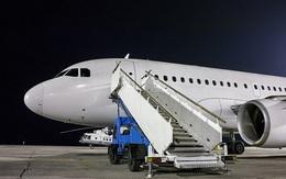 Lý do cửa lên xuống máy bay luôn phải đặt ở bên trái liên quan mật thiết đên sự an toàn của hành khách