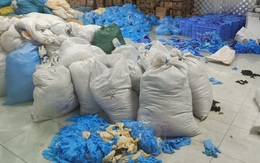 Bắc Ninh: Phát hiện kho hàng chứa gần chục tấn găng tay cao su nhăn nhúm, bẩn thỉu