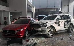 Nữ tài xế xe 7 chỗ đâm vào showroom Mazda Phú Thọ, một người nguy kịch