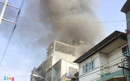 Cháy nhà giữa trung tâm TP.HCM, người dân ôm tài sản tháo chạy