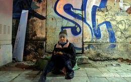 Phận đời vô gia cư đằm mình trong cái lạnh thấu xương đêm Hà Nội