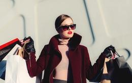 Nhiều người trẻ vung tiền mua sắm vì muốn thể hiện bản thân