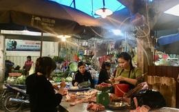 Nhiều chợ dân sinh tại Hà Nội, người dân phớt lờ quy định đeo khẩu trang để phòng chống dịch COVID-19