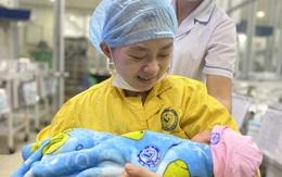 Thêm một bé Bình An chào đời theo cách đặc biệt: Mẹ mổ não vì tai nạn, con mới 30 tuần thai