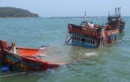 Quảng Bình: Sóng đánh chìm thuyền nan, 2 ngư dân mất tích
