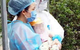 VIDEO: Bé gái 3 tháng tuổi chính thức được xuất viện trong sự vui mừng của đội ngũ bác sĩ