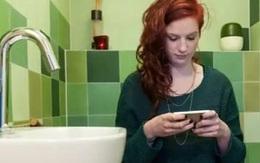 Cô bé chết vì mang điện thoại vào trong nhà tắm, thói quen tự sát hại mình mọi người vẫn làm