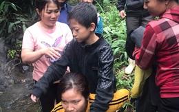 Mâu thuẫn gia đình, bố đưa 2 con trai vào rừng bị lạc suốt đêm