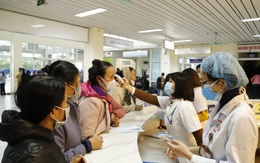 Có nhân viên mắc COVID-19, Bệnh viện Bạch Mai tạm dừng 2 hoạt động khám theo yêu cầu và tái khám
