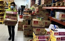 Siêu thị đầy ắp thực phẩm, người dân không cần đổ xô mua tích trữ