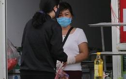 Cuộc sống quanh tòa chung cư ở Hà Nội có 2 vợ chồng nhiễm COVID-19