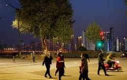 """Loạt ảnh """"hồi sinh"""" của Vũ Hán sau 76 ngày phong tỏa chặn dịch COVID-19, nhịp sống thường nhật dần dần được phục hồi"""