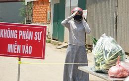"""Cận cảnh chốt kiểm soát """"mềm"""" dẫn vào thôn Hạ Lôi nơi có 12 ca nhiễm COVID-19"""