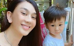 Lâm Khánh Chi chăm khoe mặt mộc sau cắt mí