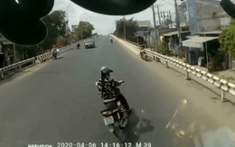 """Mặc cho chiếc xe khách đi sau bấm còi """"nhức tai"""", cô gái vẫn bất chấp nguy hiểm đánh võng trước đầu xe"""