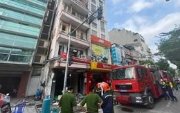 Nghi nổ bình gas tại nhà hàng gà rán giữa phố cổ Hà Nội, 3 người nguy kịch