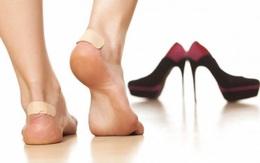 Hoa hậu H'Hen Niê biết chiêu này thì đôi giày cao gót gần 120 triệu đồng không làm chân đau, sưng vù và phải đi dép tổ ong ra đường