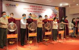 Khách hàng tại Bình Thuận trúng 1 ký vàng từ HDBank