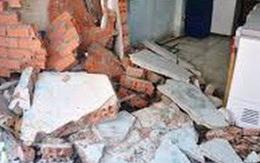 Thanh Hóa: Con trai 3 tuổi tử vong, mẹ trọng thương do giông lốc làm sập tường