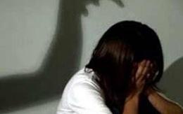 Xót thương bé gái 10 tuổi bị gã hàng xóm cướp mất tuổi thơ