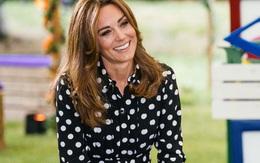 """Nụ cười của Công nương Kate ngầm chế giễu phát ngôn """"quá nổi tiếng để gia nhập hội bỉm sữa"""" của Meghan Markle"""