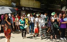 """Thi vào lớp 10 THPT tại Hà Nội: Con thi, bố mẹ nóng lòng """"ngóng"""""""