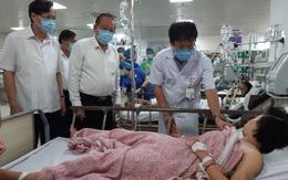 Phó Thủ tướng Trương Hòa Bình tới bệnh viện thăm hỏi các nạn nhân trong vụ tai nạn thảm khốc tại Quảng Bình