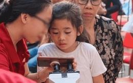 Rộ hình ảnh con gái Mai Phương rạng rỡ, xinh xắn như tiểu công chúa, bà nội đồng hành trong lễ bế giảng